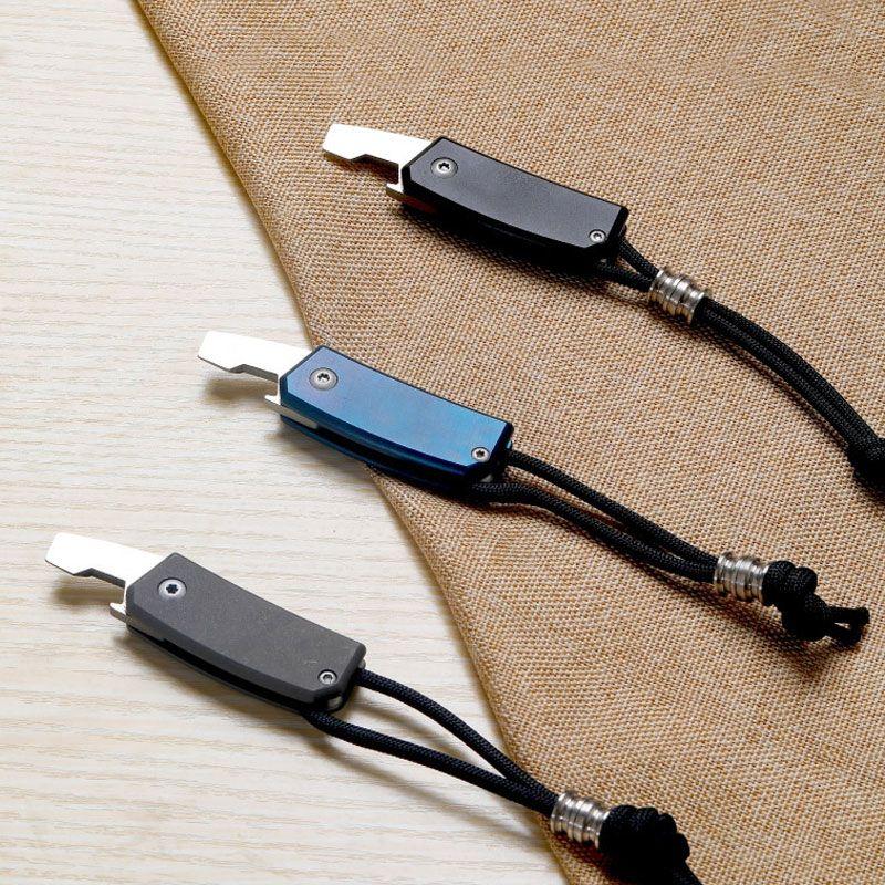 All'aperto Mini Titanium D2 Coltello Pieghevole Apribottiglie Multi-funzionale Coltello da tasca Campeggio Autodifesa Sopravvivenza Strumento EDC con Corda Bead