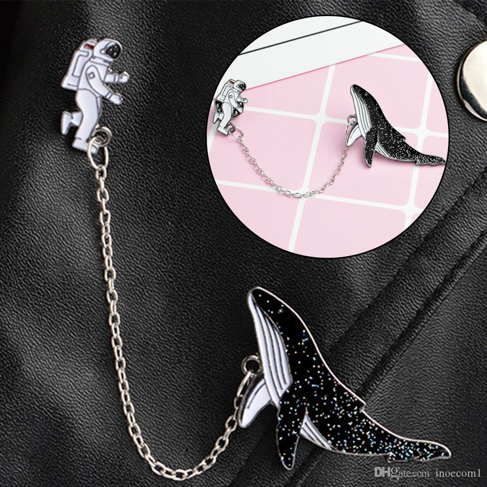 Vous n/êtes Pas Seul Broche en l/émail dune Forme de lastronaute et de la Baleine Badge cr/éatif et Bijou Mignon comme Un Accessoire pour Le v/êtement l/écharpe Le Sac ou Le Coussin Le Chapeau