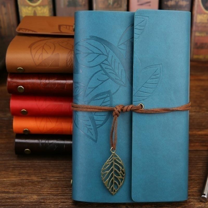 10.5x14.5cm 75 Hojas Vintage Sketchbook Papelería Diario Cuaderno Cuaderno de cuero Cuaderno de revistas de viaje con caja de paquete