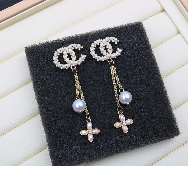 2019 new exquisite small C earrings 925 silver needle ladies fashion diamond and pearl 14k gold earrings