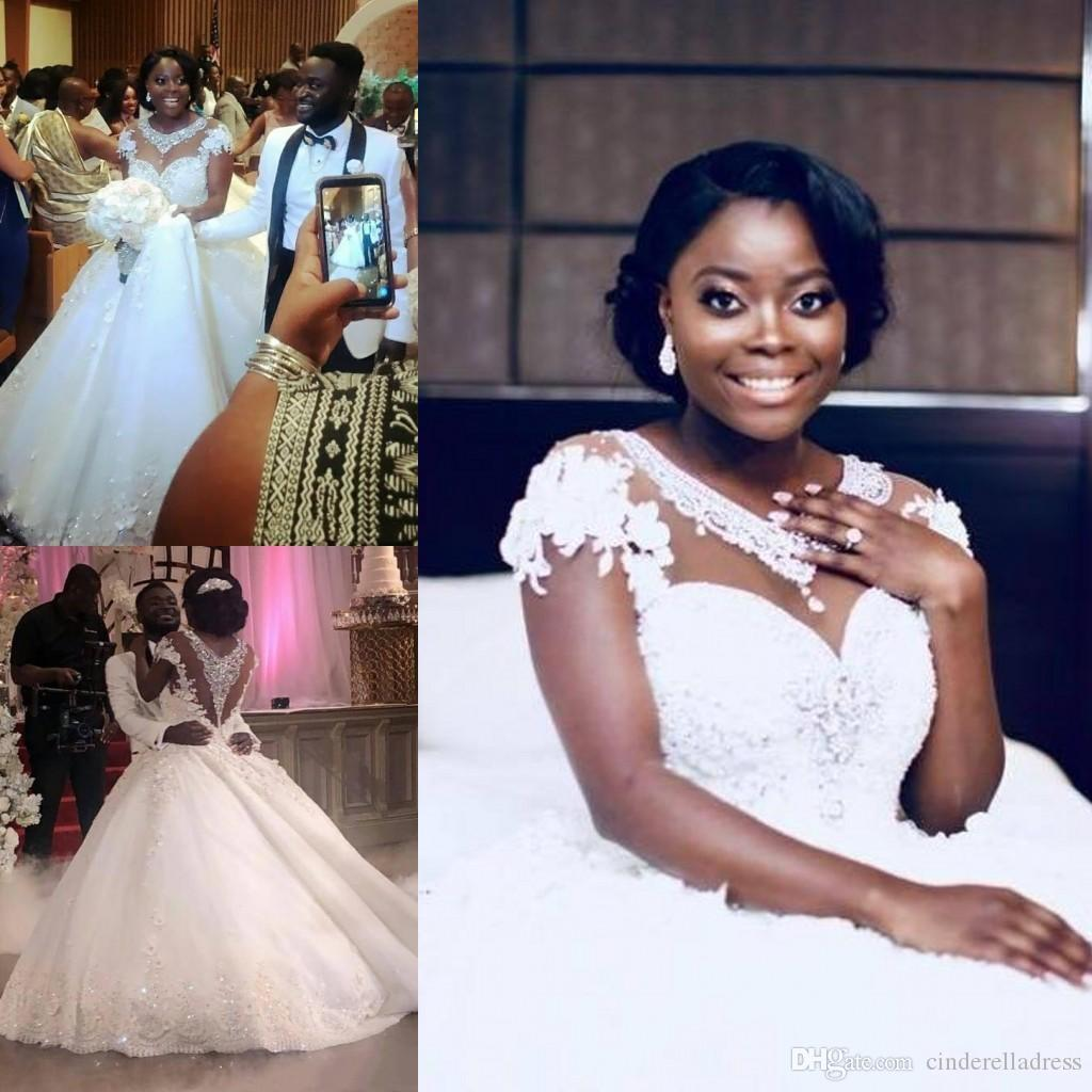 Tamaño vestido de bola 2020 diamantes brillantes de las lentejuelas de la boda africana vestidos más el tamaño de Cap cuello escarpado de la manga del cordón de la flor de los vestidos nupciales de encargo
