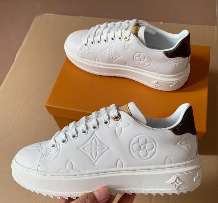 Mulheres Sneakers Hot SNEAKER TIME OUT Design Sapatas couro gravado Plataforma mulheres brancas Sneakers com caixa