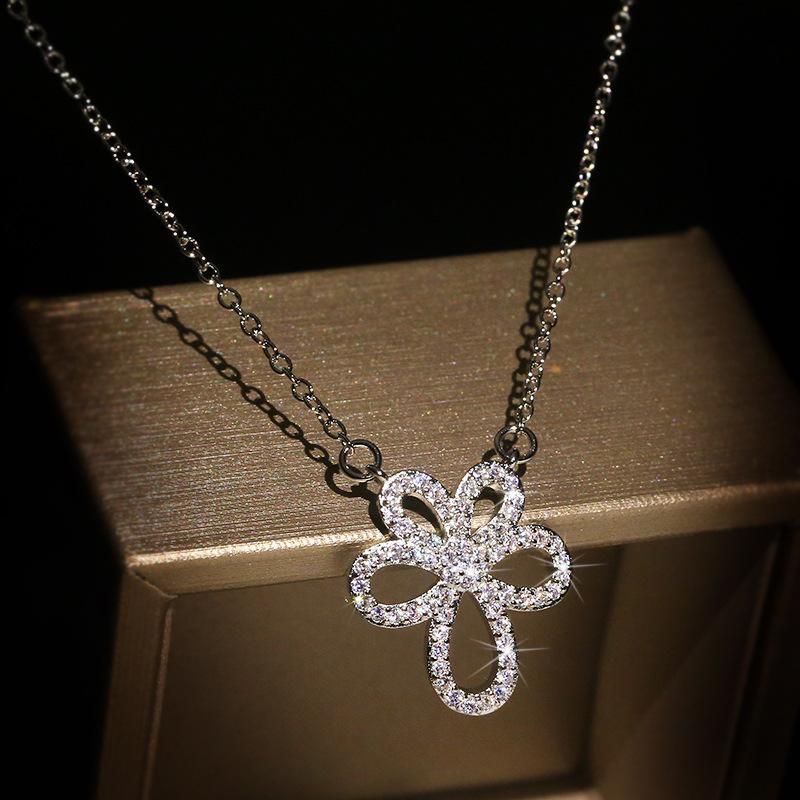 Exquisite Frauen Silver Crystal Zircon Halskette 925 Sterlingsilber-Halskette Pflanze Blume Blütenblatt-Cocktail-Party Schmuck