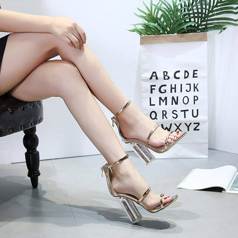 Nueva cristal de oro de la moda mujer sandalias de tacón grueso dedo del pie abierto zapatos atractivos del banquete de boda de novia zapatos de tacón de 12 cm grandes zapatos de la señora del verano del tamaño