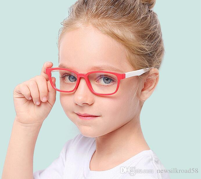Nouveau 2019 Lunettes en silicone souple pour bébé fille garçon anti Blue Ray lentille protecteur des yeux enfants cadre de verre lunettes claires lentille 10 PCS / lot