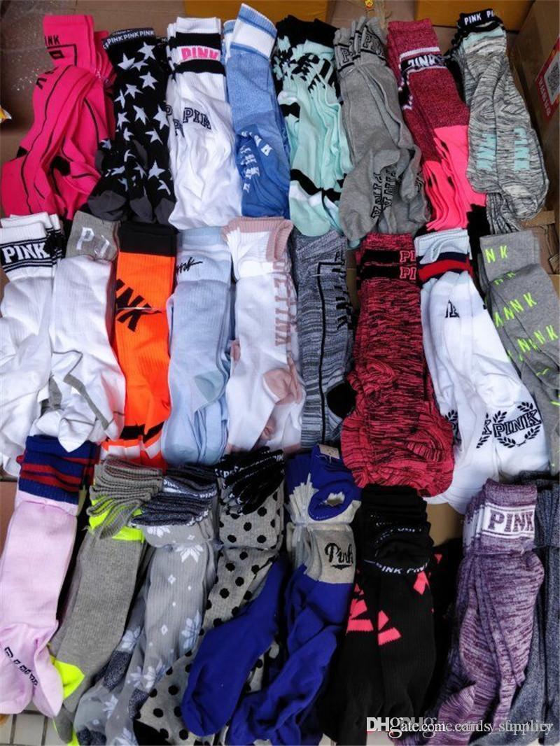 Moda PINK Mujer Medias Rodilla Calcetines Altos Con Etiquetas Calcetines De Cartón Deportes Fútbol Cheerleaders Calcetines largos para adultos