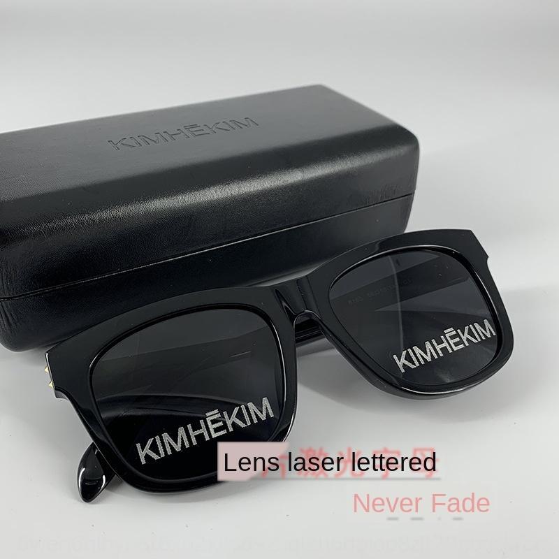2020 nuova KIMHEKIM Internet Celebrity stesso sole lettera sunsun occhiali piastra nera occhiali da sole stesso Wang Liuwen