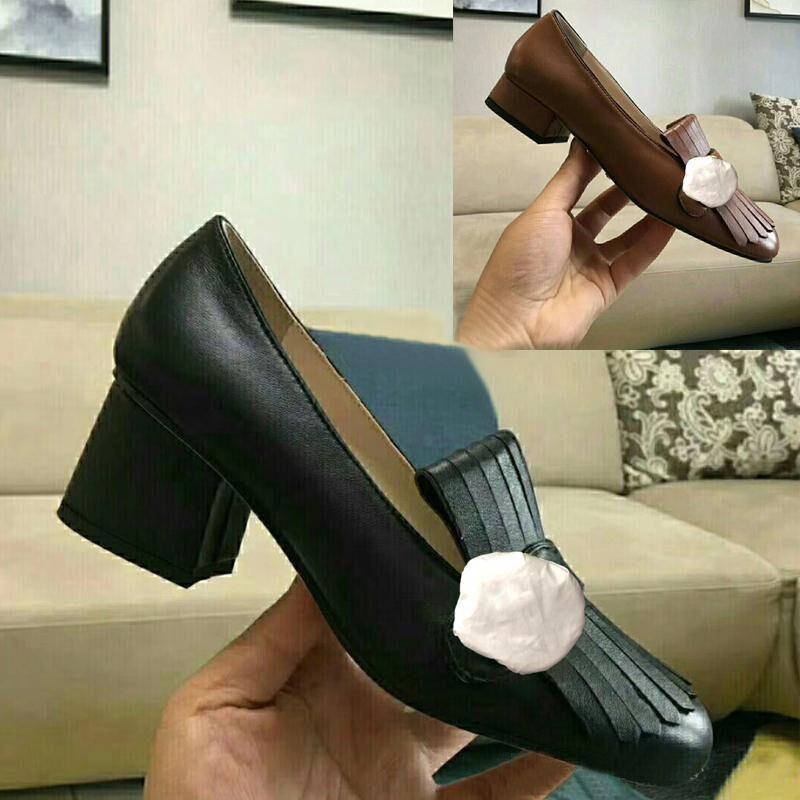 Klassische Mid betuchte Designer Luxus-Leder Beruf High Heels Schuhe Rundkopf-Metallknopf Frau Kleidschuhe Bootsschuhe Große Größe 34-42