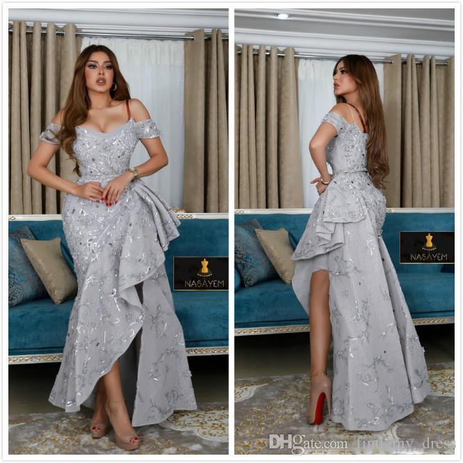 Silber-Hüllen-Abschlussball-Kleider weg von der Schulter Satin faltet High Side Split wulstige Rüschen formales Kleid-Abend-Kleider Vestidos De Noiva ogstuff