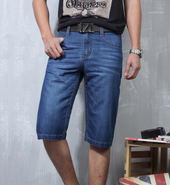 Lässige Knielänge mittlere Taille dünner Abschnitt der Männer Shorts Jeans Fashion Sommer lose gestreifte Männerkleidung