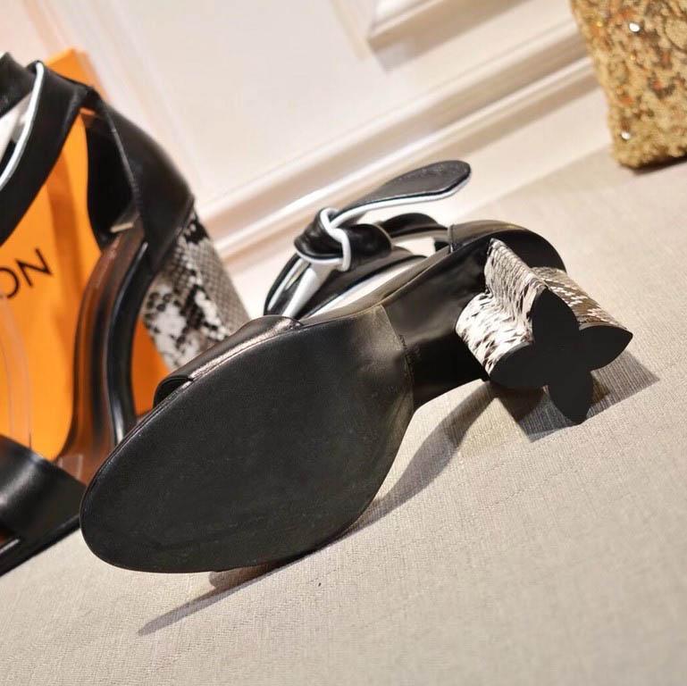 El envío libre caliente 2020 de primavera y verano sandalias de las mujeres de moda zapatillas zapatos de diseño partido de las mujeres sandalias con la caja Tamaño 35-41 2022601Q