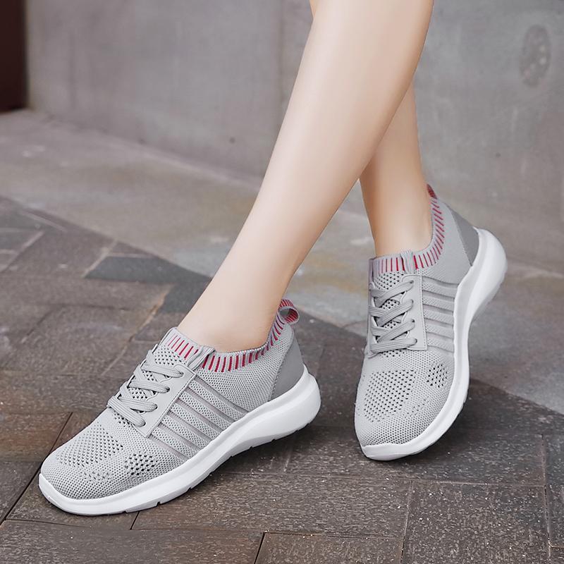 Ультра легкие кроссовки для женщин Полые Air Mesh Носок Обувь Плюс Размер Кроссовки Женский дышащий Причинная Фитнес Спортивная обувь