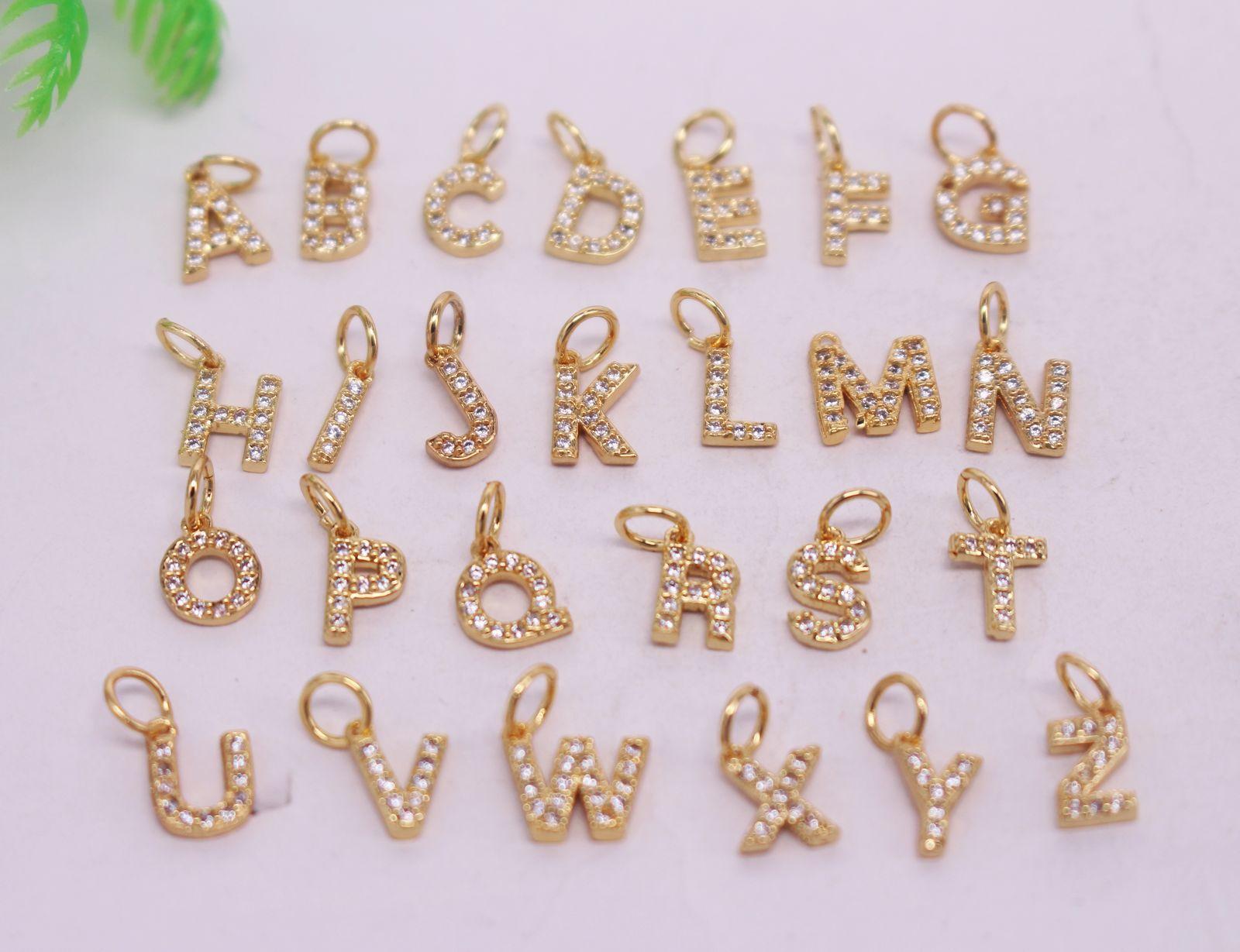 CALIENTE 26pcs chapado en oro perlas alfabeto A-Z Letras colgante de cobre, un metal blanco CZ / granos de circón, pendientes de conector / collar, resultados de la joyería