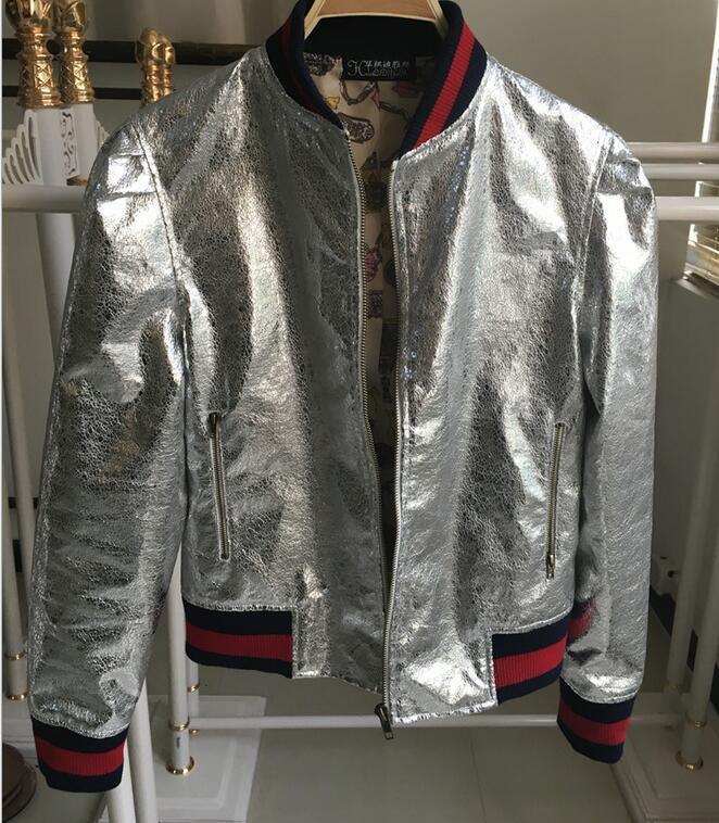 Foto reali mostrano Giacche sportive di moda colletto in piedi Giacche di bombardiere da baseball in argento di crepa metallica per la vendita di capi hip hop