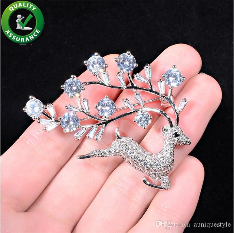 Designer di gioielli Spille di cristallo di lusso Spille Uomo Donna Accessori di moda per matrimoni Natale Deer Spilla Pins Regalo di Natale Simpatico Styling