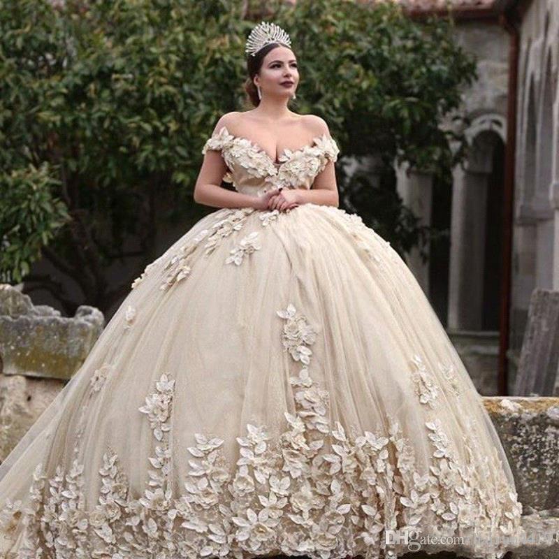 2020 섹시한 고급스러운 공 가운 웨딩 드레스 어깨 레이스 applique 구슬 3d 꽃 환상 v 다시 푹신한 대성당 열차 신부 가운