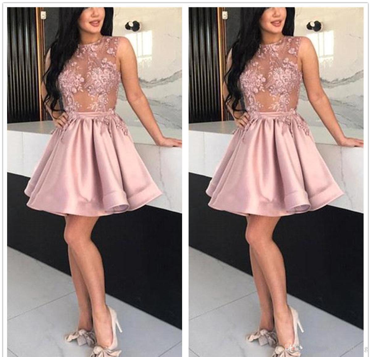 2018 저렴한 칵테일 드레스 인기 라인 레이스 Applique 짧은 세미 클럽웨어 착용 졸업 파티 가운 플러스 사이즈 커스텀 메이크업