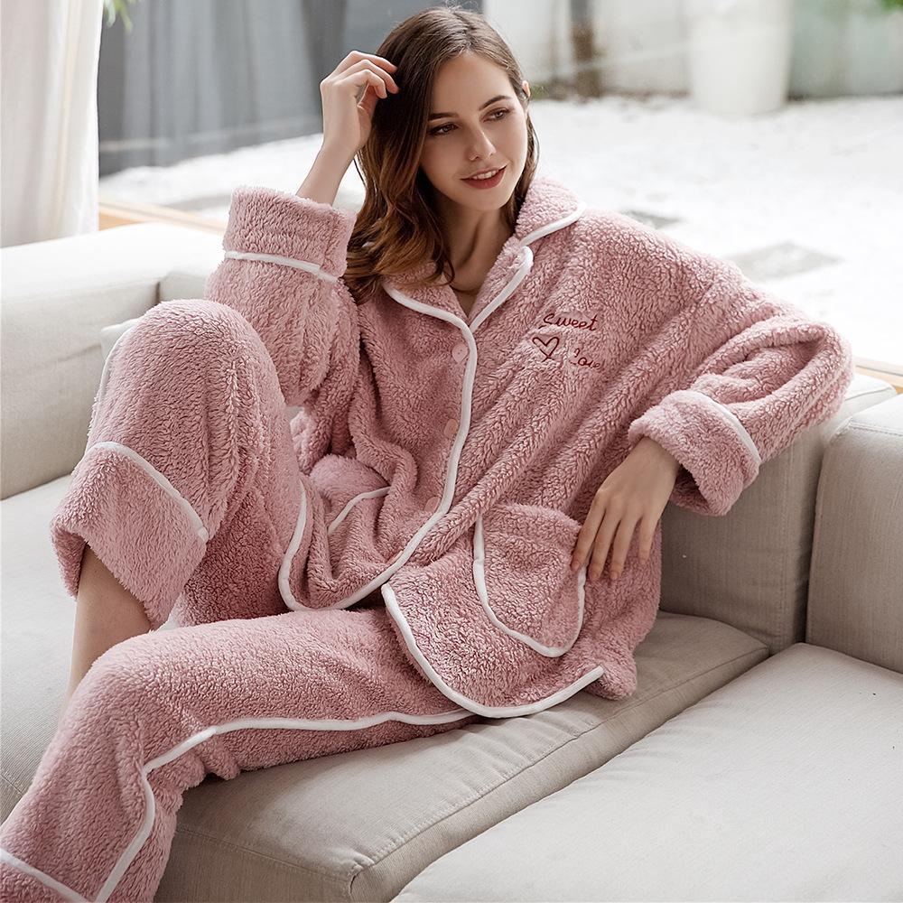 Mode hiver Femmes de deux pièces épais à manches longues de corail chaud à manches longues pyjamas pyjamas 2019 pour vêtements de nuit en peluche de vêtements brodés Kawok