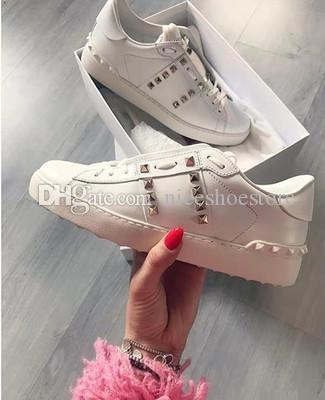 Yeni Tasarımcı kadınlar piramit perçin spor ayakkabıları erkeklerle lüks gündelik deri beyaz deri yukarı düşük spor ayakkabıları mokasenlerimi Birçok renk 34-44 womens mens