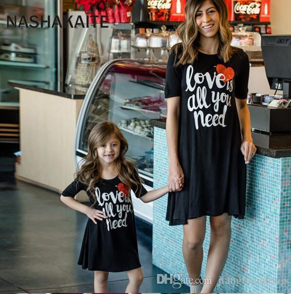 Mamma e figlia vestito Love Letter Stampa Mini abito Famiglia vestiti corrispondenti Madre Daugher Abiti Family Look Dress