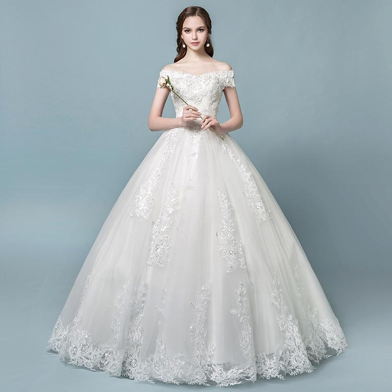 A shoulder bridal dress bride shows thin French simple wedding dress
