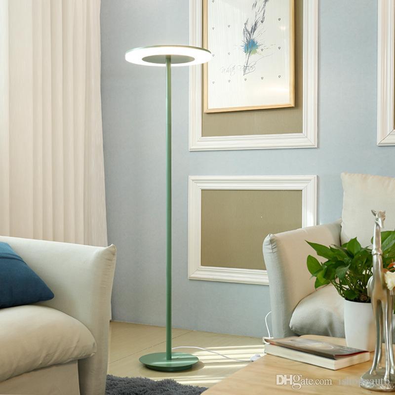 İskandinav zemin ışık oturma odası yatak odası başucu kanepe döşeme lamba sade modern Macaron mavi, yeşil, sarı, pembe renkli dikey masa lambası