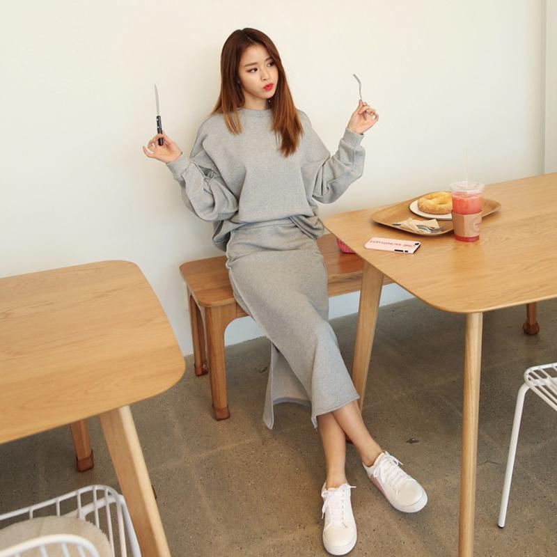 L'arrivée de nouveaux hoodies top doux confort de tempérament de mode jupe cru tendance sauvage frais femmes en plein air chaud rebondissant de doux ensembles T200702
