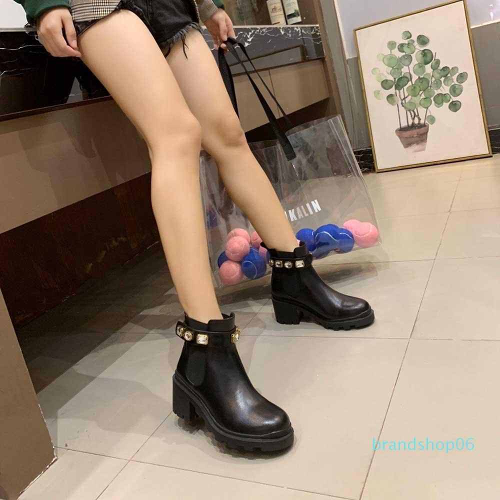Chaussures Femme Designer Martin Desert Boot cuir véritable Médaille gros antidérapante femmes d'hiver Chaussures bottillons Taille 34-41