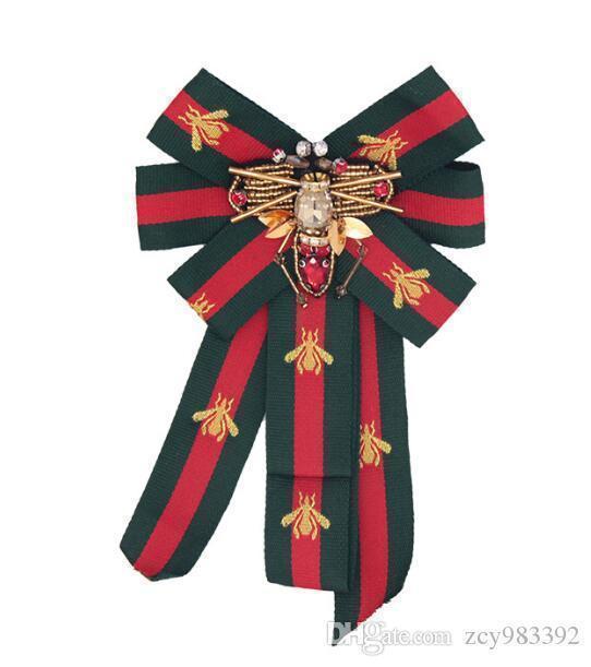 Monili svegli Lettera Spilla Pins per le donne dei vestiti del vestito Pins Strass Squisito Bling Bling soddisfare spilla per il partito regalo di festival Spilla 23