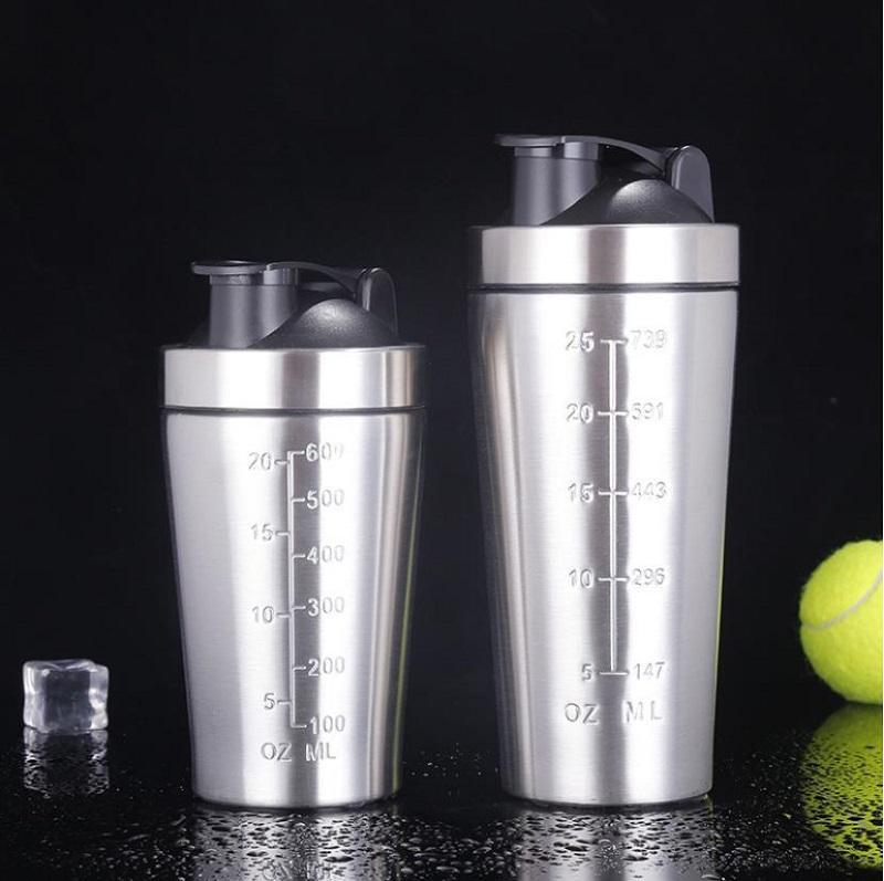 25 Unzen Protein-Pulver Shaker Gym schüttelt Cup Übungs Blender Tasse Double Layer Edelstahlfiasche bewegliches Vakuum Wasser-Becher