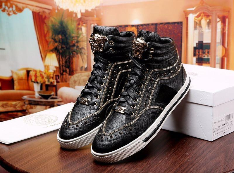 2019 New casual men\'s shoes 2018 new Medusa fashion wild trend gold white white lace low shoes fashion brand shoes