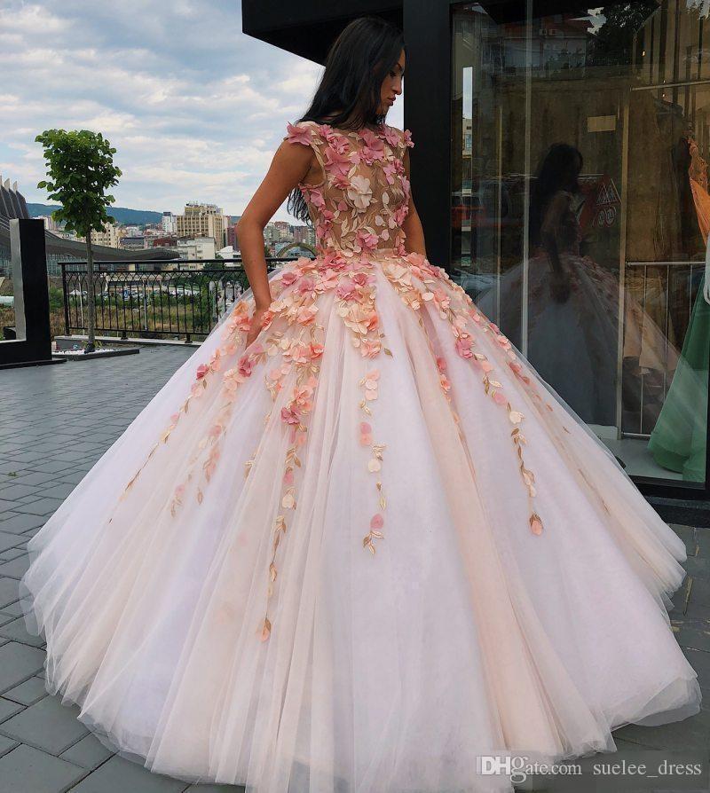 2019 Bianco Ball Gown Quinceanera Abiti con 3D Floral Appliqued Flowers Flowers Illusion Bodice Sweet 16 Festa di compleanno Vestidos de Quinceañera