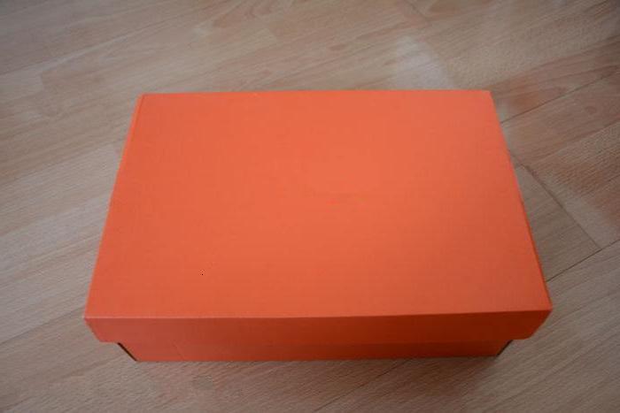 Die Zahlung für die Schuhe Boxen Sie Wert $ 5