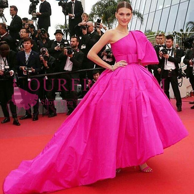 2019 gala fuchsia taffetas célébrités robes de boules d'épaule robe balayer train formelle la soirée occasion robe de bal