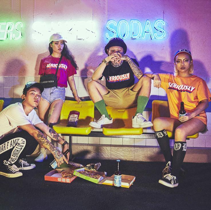 Estate Mens maglietta stampata delle donne Peisonality lettere associate T delle parti superiori Mens allentato Hiphop Style T Shirt Abbigliamento Donna Moda Oversize