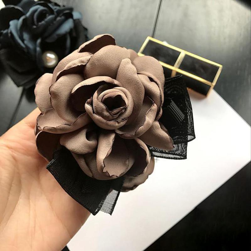 Simples Handmade Big tecido Flores do laço arco Broches para Girl Mulheres Moda Corsage Jóias Acessórios pinos tempo