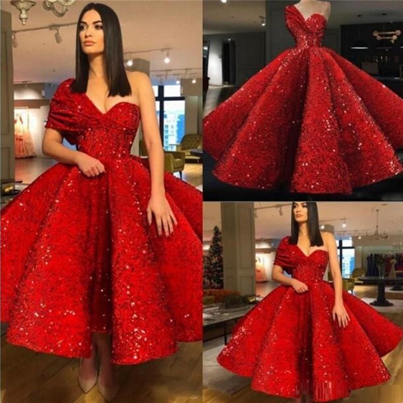 Rouge Brillant Robes de bal courte asymétrique à volants robe de bal Sequnined Perles arabe Robes de soirée sur mesure Cooktail Robes de bal