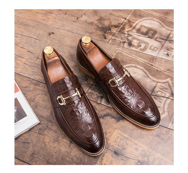 Zapatos de piel de cocodrilo clásica de negocio de los zapatos ocasionales del estilo británico de los hombres de moda hecho a mano vestido de zapatos de los planos Oxfords