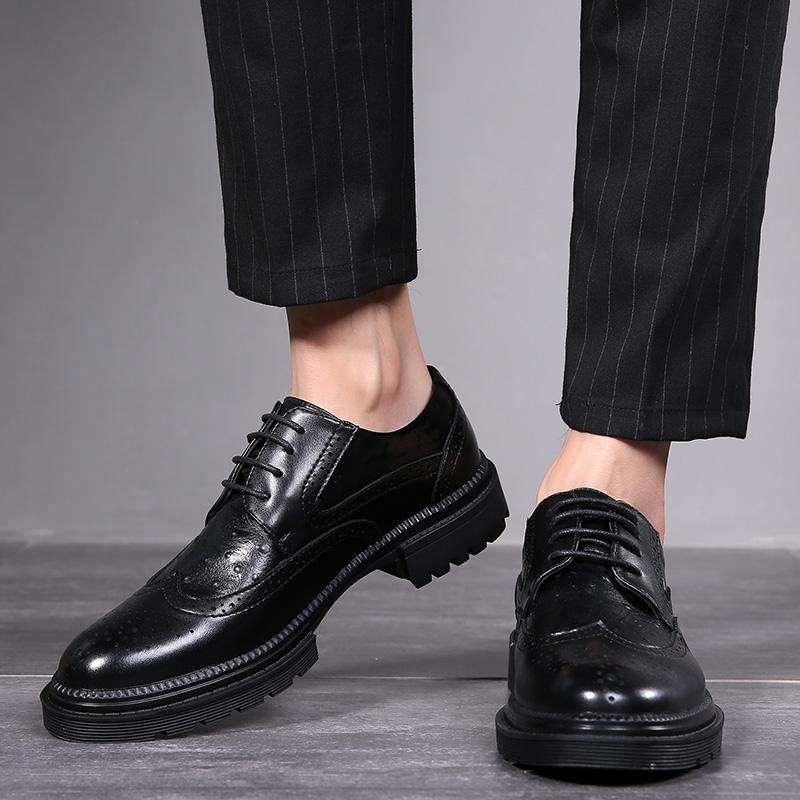 Homens Dress Shoes Handmade Brogue Estilo Paty do casamento sapatos de couro homens Flats Oxfords couro Formal