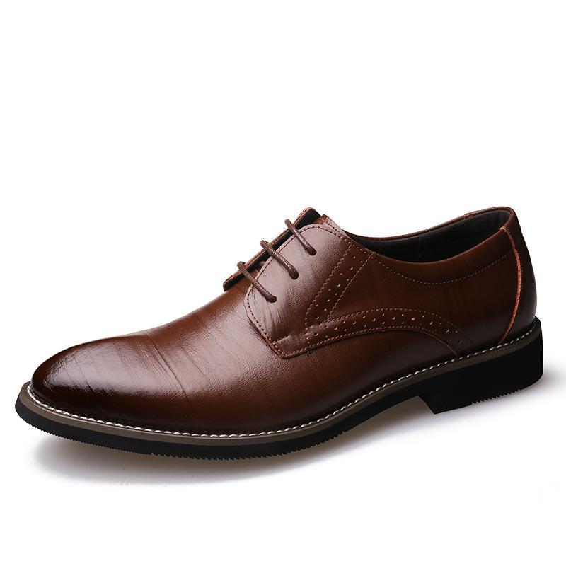 Venta caliente de cuero Brogue vestido hombres zapatos Lace Up Italia Retro Business Formal Flats zapatos de boda para hombres punta estrecha zapatos de fiesta de alta calidad