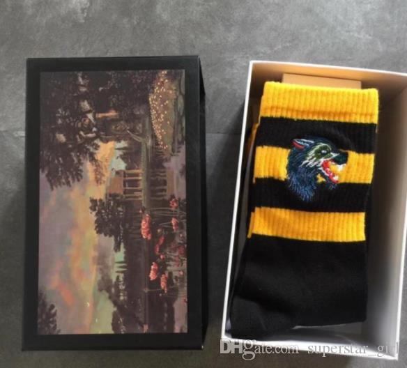 Lange Socken Gestickte Tiger Wolf Head gestreifte elastische Unisex-Baumwolle 4pairs Sportsocken mit Brand Box