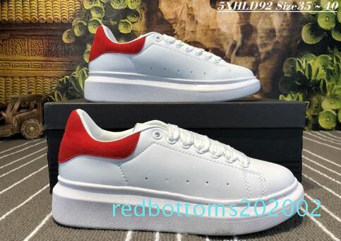 Le migliori scarpe da tennis di cuoio casuali del progettista Comfort Pretty Girl Women di colori solidi Uomini Sneakers Dress Womens Scarpe da ginnastica Tennis AG28