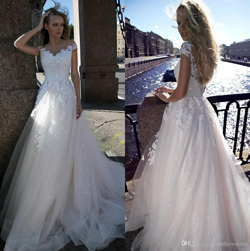 2019 Sheer Kappen-Hülsen-Spitze A Linie Brautkleider Tulle Applique Backless Sweep Zug Sommer-Strand-Hochzeit Brautkleider robe de mariée