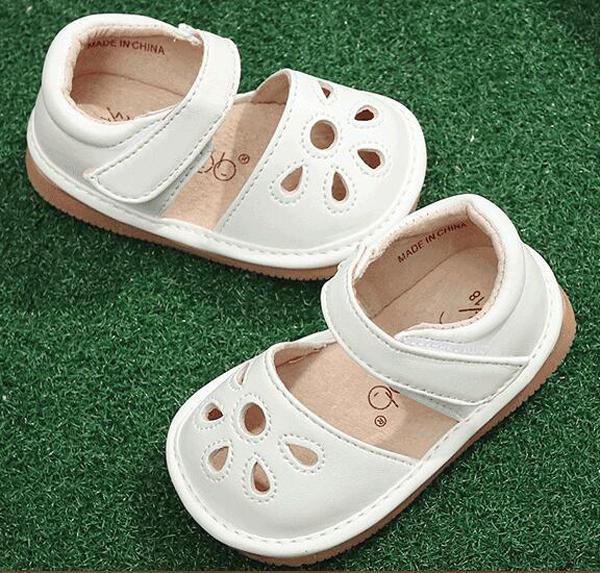 ca15b8c92 Niñas zapatos chillones Squeakers 1-3 años niños zapatos hechos a mano de  primavera y verano sandalias Nina Sapatos Fun zapatos de bebé Y19051303