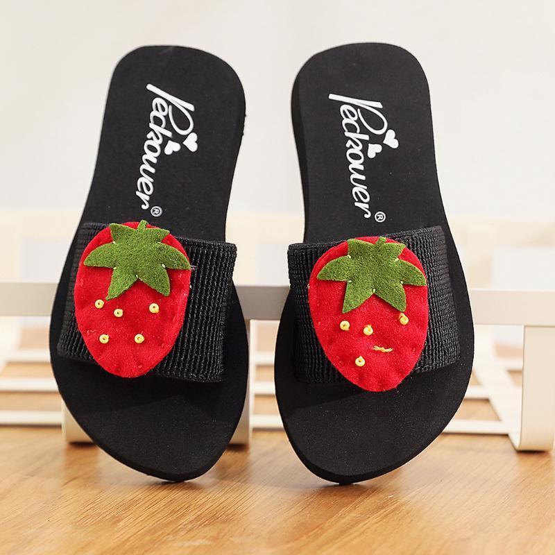 Parent-enfant Flip Flop Cartoon Belle Open Toe femmes flats Sandales de plage Chaussures Filles Casual Lettre Fraise Chaussures d'impression