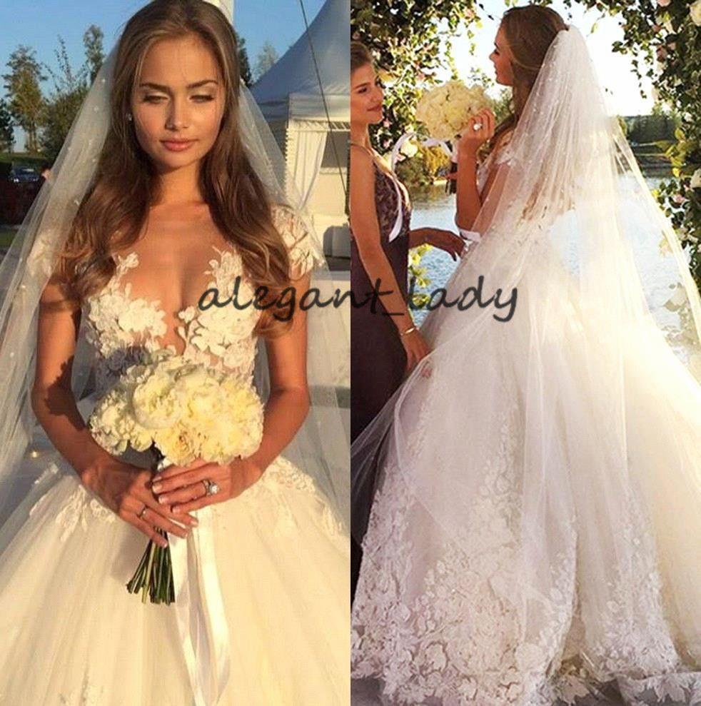 Glamoroso Cap Manga Praia Vestidos de Casamento Sheer Jewel Neck Applique 3D Catedral Trem de Verão de Férias de Noiva Vestido de Festa de Casamento