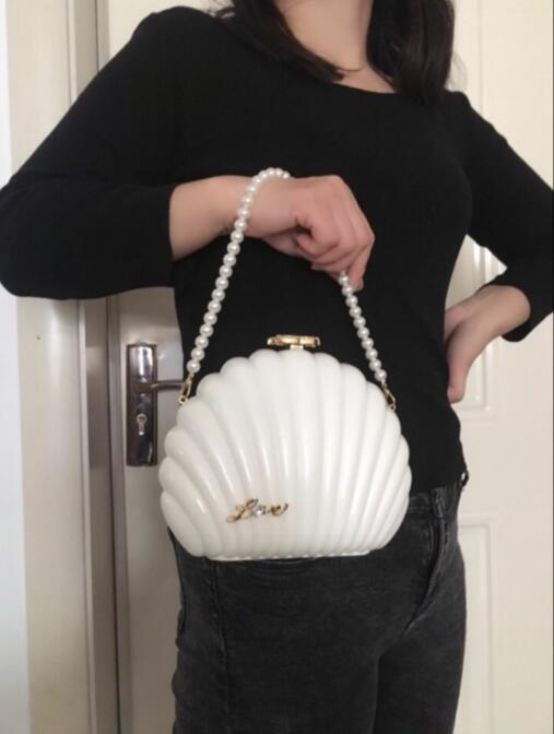 Weihnachtsgeschenk Handtasche Camellia elegante Damenmode Rucksack Herrliche Acrylzarge Umhängetasche Perlenkette Parteibeutel VIP Geschenktüte