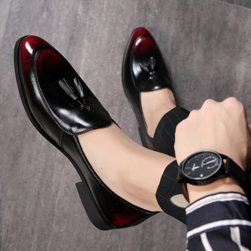 Loafer'lar Peans üzerinde el yapımı lüks Yüksek Grade İngiliz Stil Erkek Püskül Deri Ayakkabı Kırmızı Siyah Kayma Taban nefes Ayakkabı