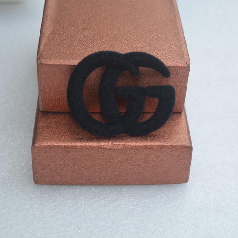 Joyería negro felpa doble G de la letra broche de la manera broches de metal pin de ropa Accesorios para las mujeres Regalo gota Shipping2020