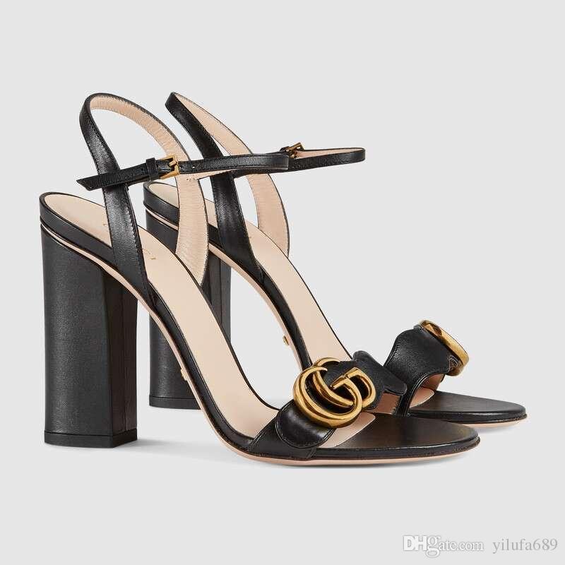 Markalı Kadın Deri 10 cm Yüksek Topuk Sandalet Tasarımcı Sivri Burun Seksi Elbise Düğün Ayakkabı Bayan Mektup Baskı Deri Ayak Bileği Kauçuk Taban kum